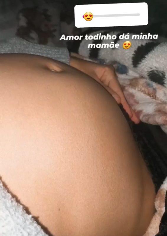 #Pracegover foto: na imagem há a barriga de uma mulher grávida