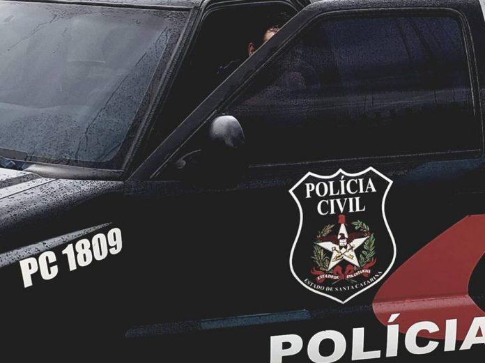 #Pracegover foto: na imagem há a viatura da Polícia Civil