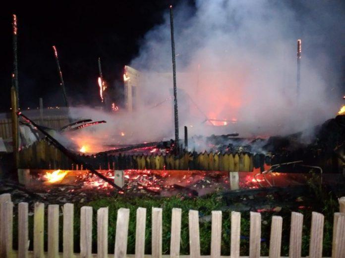 #Pracegover foto: na imagem há um incêndio